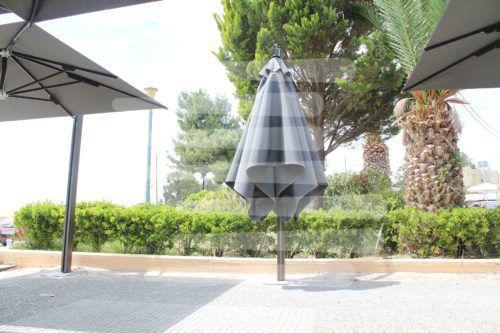 Αμάλφι Πάχη τοποθέτηση κρεμαστών και τηλεσκοπικών ομπρελών