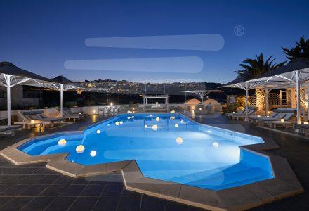 Επαγγελματικές-Ομπρέλες-GRAND-Mylos-Villas-Santorini-Sunbloock